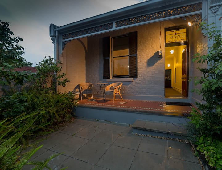 Charming cottage, walk to MCG, Rod Laver Arena