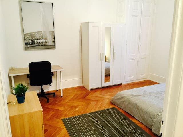 Cozyapartment in central Geneva!!! - Genebra - Apartamento