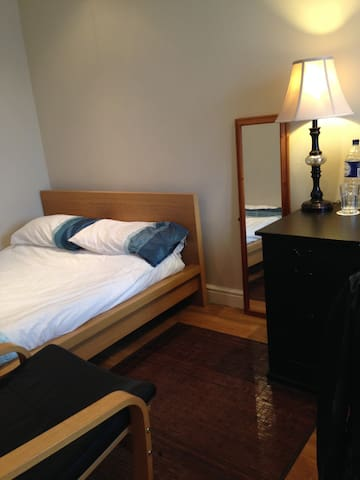Private B&B Double Room 3 - Wythenshawe - Bed & Breakfast