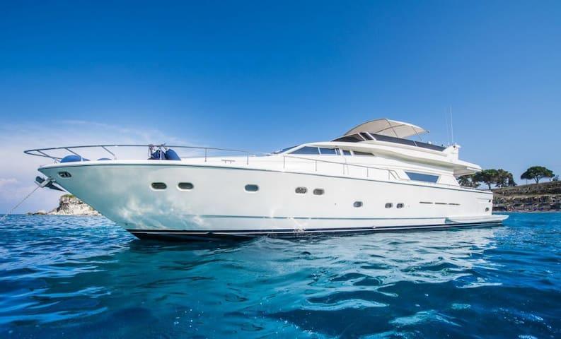 Greek Islands LUXURY YACHTS/Ferretti Sleeps 8 - GR - Cabin