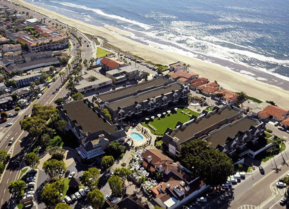 Carlsbad Inn Beach Resort, aerial view