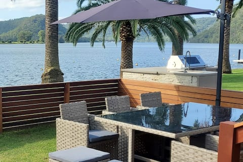 Waterfront, Renovated with, Foxtel+,Stan and more