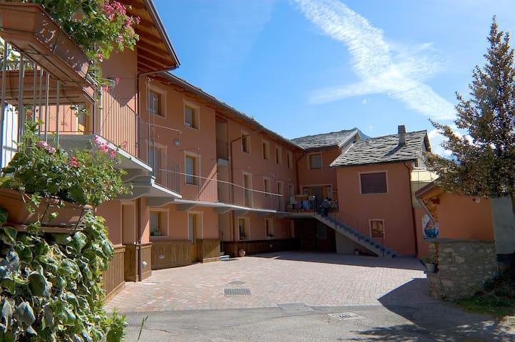 Agriturismo Lou Rosé Appartamento - Donnas - Apartment