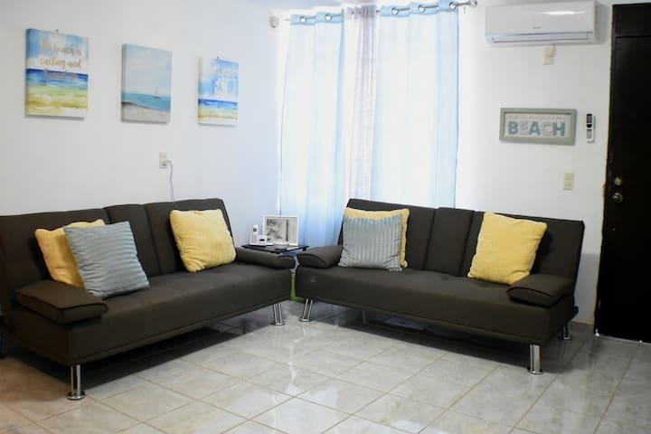 Cómoda y bonita sala con 2 sofá cama