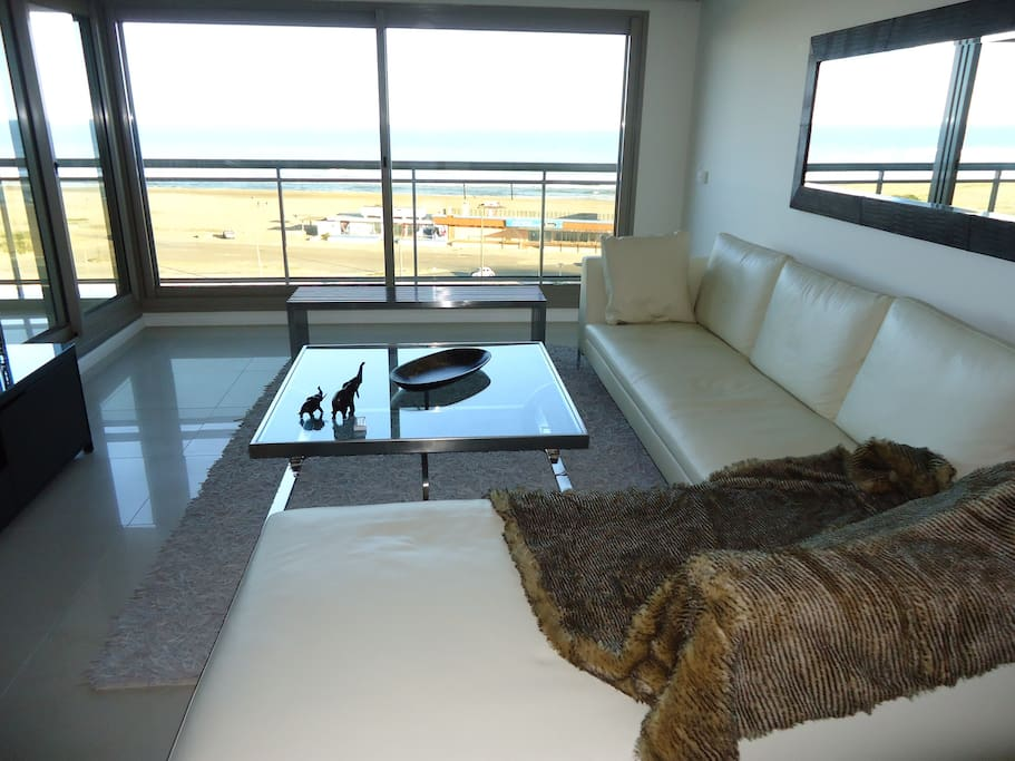 Living room with excellent view of the Brava Beach