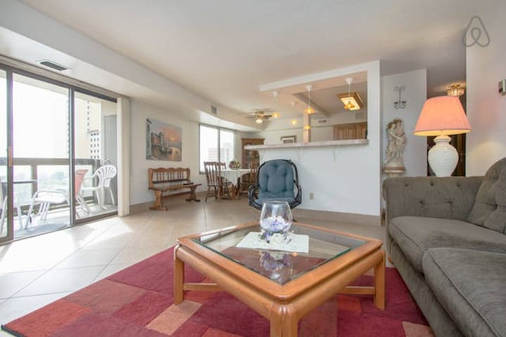 Luxury Suite w/private balcony