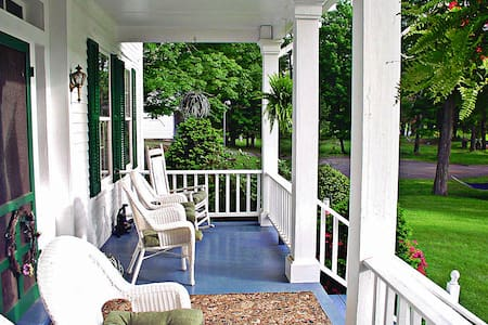 Riverfront historic bnb you'll love - Lackawaxen - Bed & Breakfast