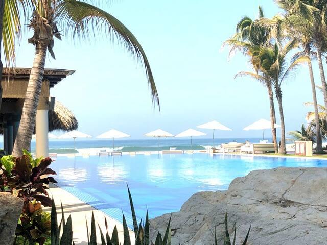 Amazing beachfront apartment in Acapulco Diamante