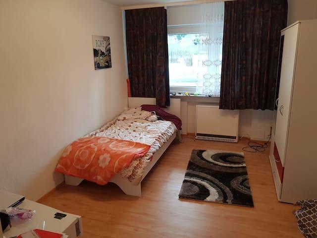 14qm Zimmer I Ideal für Berufspendler I WG