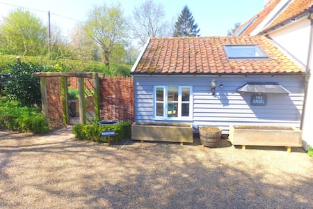 Snug studio in the idyllic Alde Valley, Suffolk