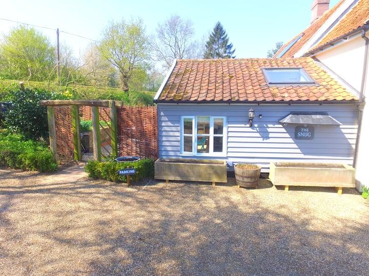 Snug studio in the idyllic Alde Valley, Suffolk