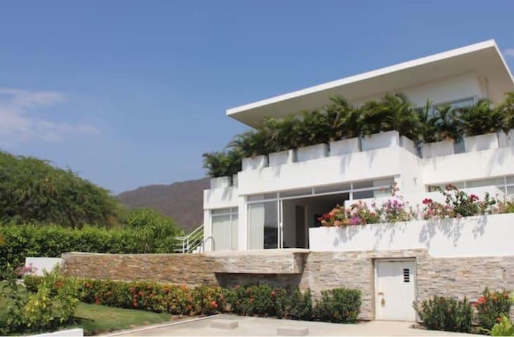 Confortable casa, piscina privada, tranquilidad