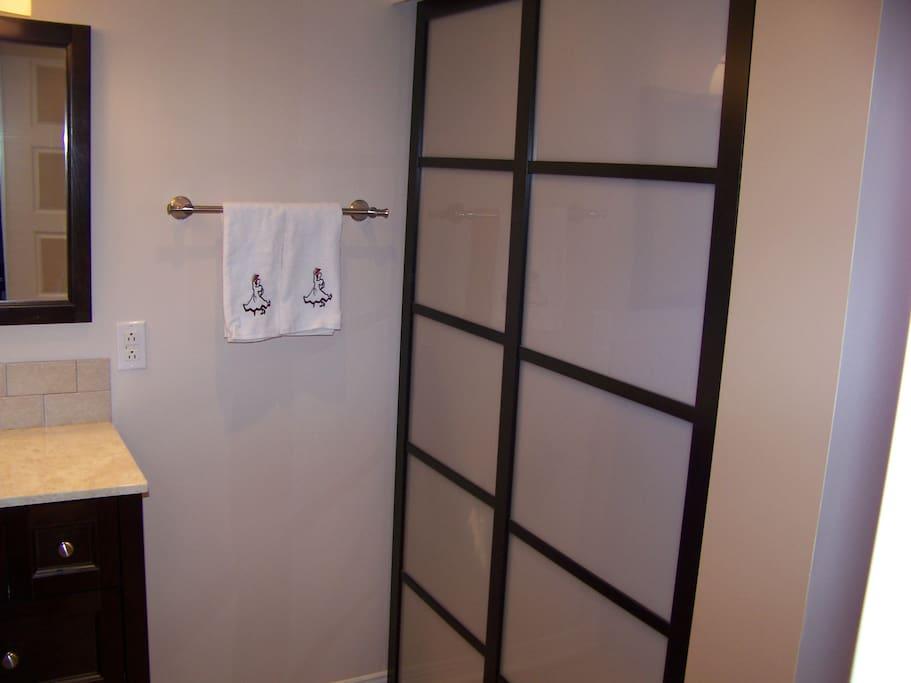 Belle chambre priv et salle de bain maisons louer for Vimat porte et fenetre terrebonne