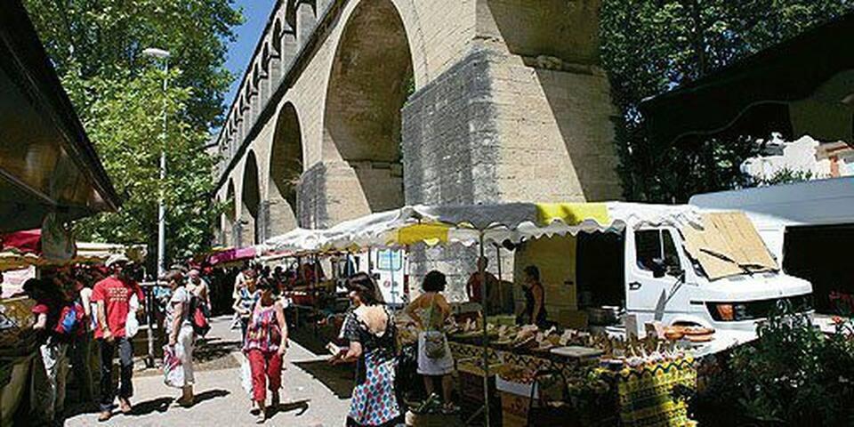 Le marché des Arceaux : sans aucun doute le plus beau marché de Montpellier chaque mardi matin et samedi matin.