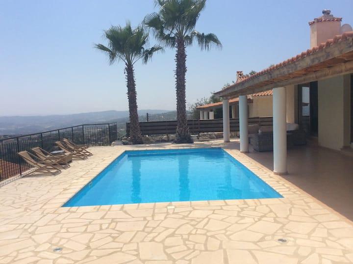 3 bed villa, private pool & views