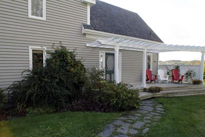Stunning 4 Bedroom 3 Bathroom Oceanfront Home Houses For Rent In Mahone Bay Nova Scotia Canada