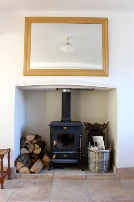 The Wood burning stove perfect after a walk around the valleys.  Small supply of wood and kindling included.  Jon might even light the fire before your arrival so you receive a warm welcome!