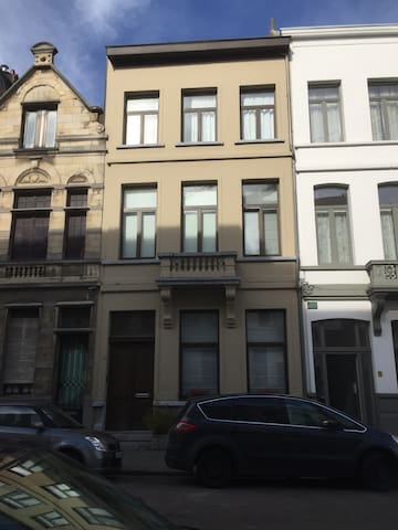 Ruime kamer in herenhuis - Antwerpen - Rumah