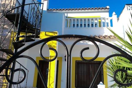 Small modern House Torrevieja Area - Urbanización Monteazul - Talo