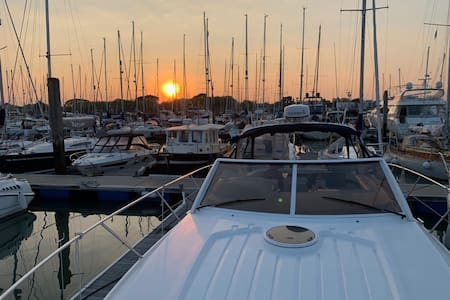 Luxury Sports Boat in 5* Marina with heating