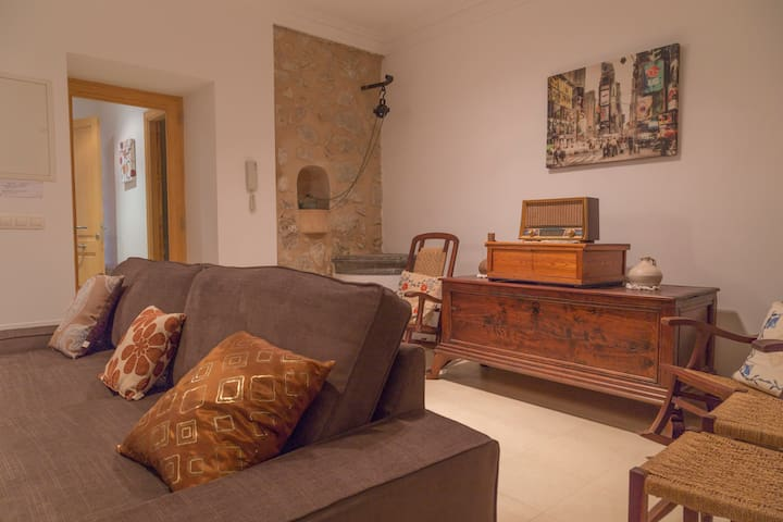 Apartment with wifi, aircon, sat TV in Tramuntana