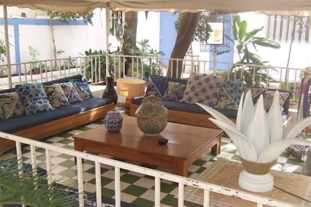 Maison calme dans verdure .1chambre - DAKAR - Bed & Breakfast