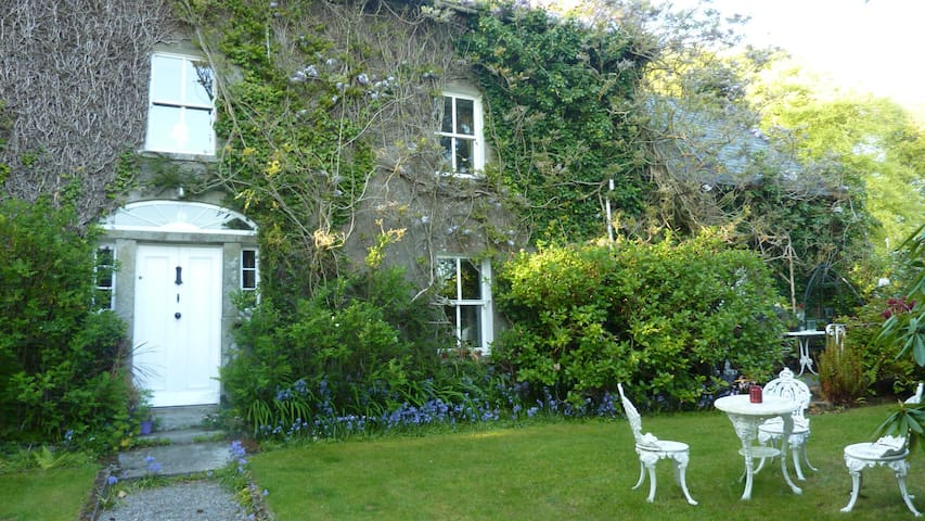 Traditional Irish Country Farmhouse B&B