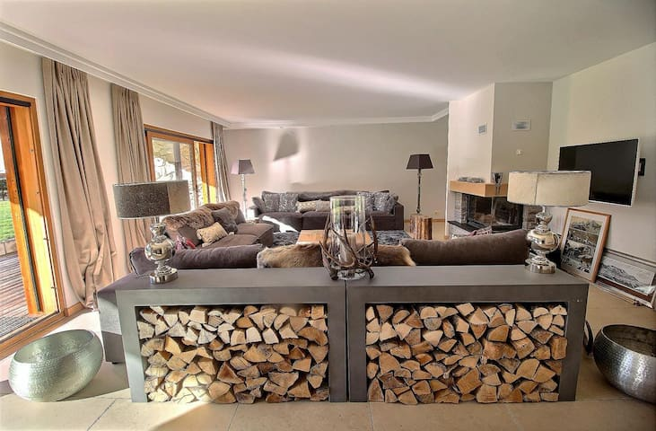 Very luxurious apartment mountain style for 10 persons, 4 bedrooms, 3 bathrooms, private laundry, wifi, big garden with terrace view on the Dents du Midi (10-W)