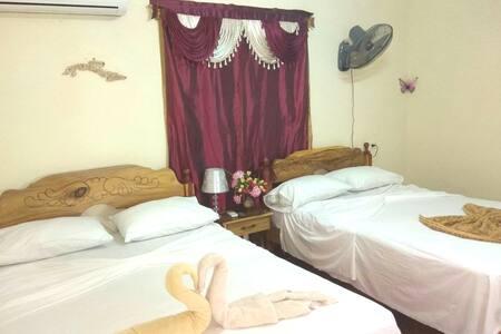 Habitación amueblada para su confort/ Furnished bedroom for your comfort.