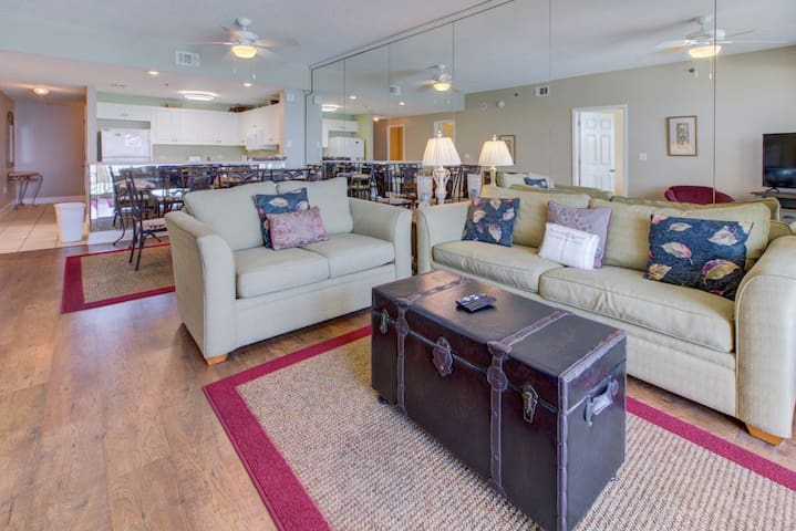 Large, dog-friendly condo w/ a shared, outdoor pool - walk to the beach