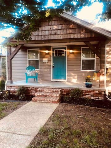 Bland Street Cottage {No cleaning fee}