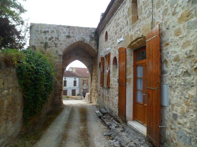 maison de village très ancienne  - Ligardes - Casa