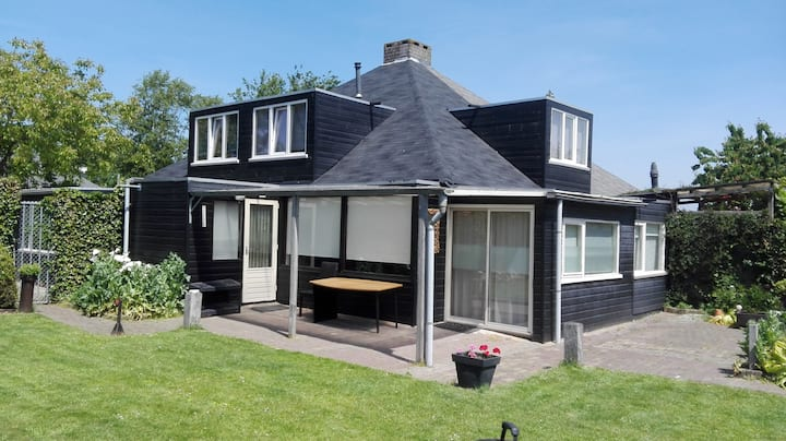 Ruim huis  (92 m2)  met mooie  tuin op het zuiden.