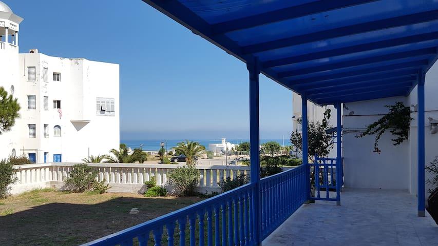 Appartement RDC S+3 avec terrasse vue sur Mer.
