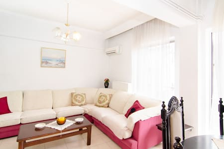 Big flat Wifi 10 min center - Thessaloniki - Huoneisto
