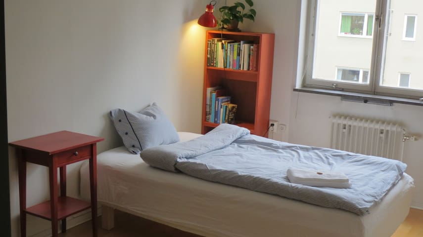 Room 15 min to Sthlm City close to Nature reserve