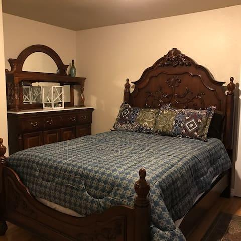 Downtown/Colorado College 1 bedroom Victorian
