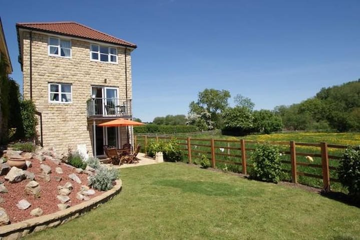 Idyllic detached country home