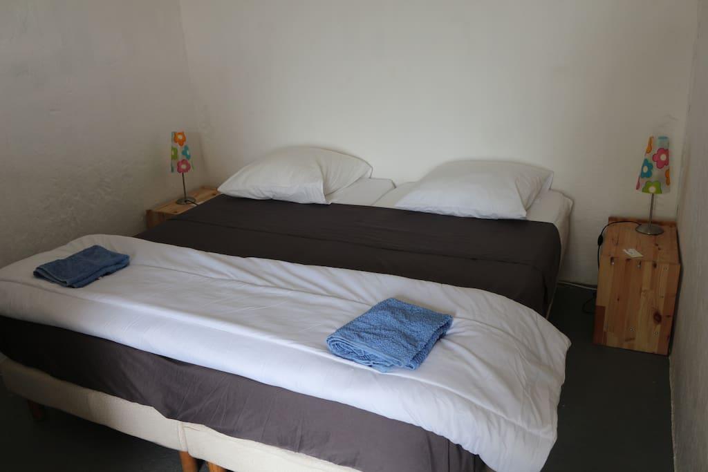 chambre double: à partir de 30€/nuit pour 2 personnes hors saison