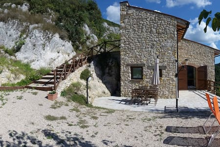 FORCELLE AL SOLE - green farmhouse - Roccantica - Byt