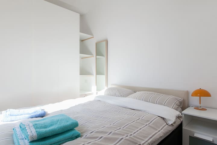 Milan Navigli-Bocconi flat