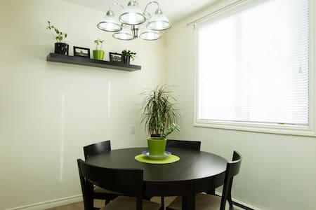 Sunny, Clean, Convenient DT Condo - Apartment