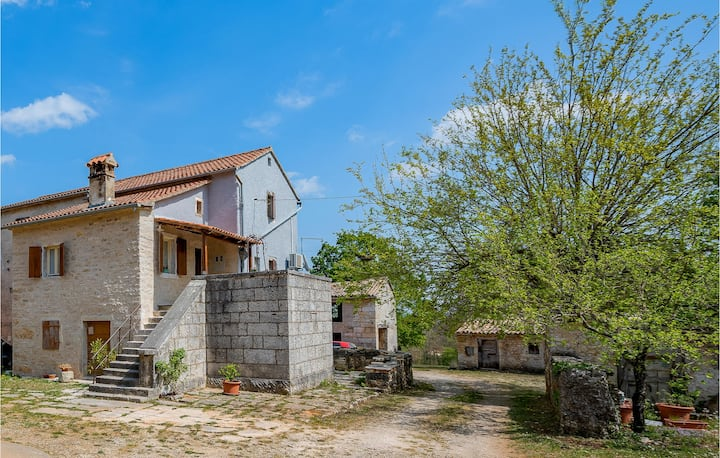 Stunning home in Pazin with WiFi and 1 Bedrooms