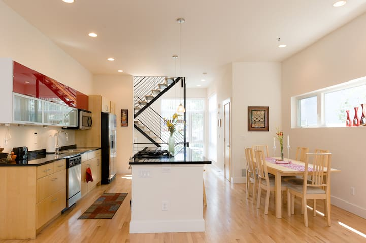 Sunny modern home with hot tub in hip NW Denver!