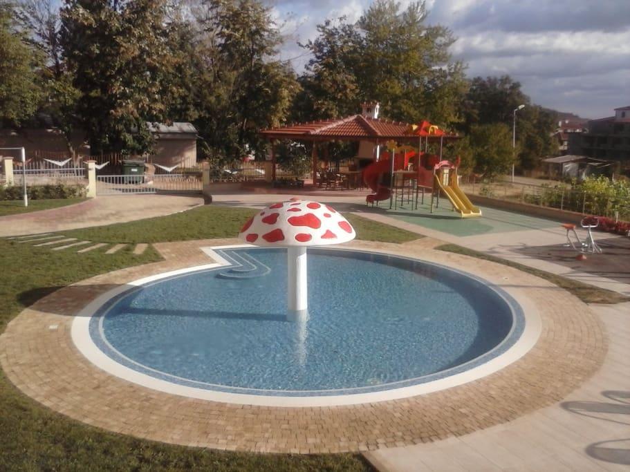Swimming pool for children