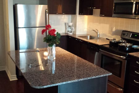 GREAT LOCATION 1BED PENTHOUSE CONDO