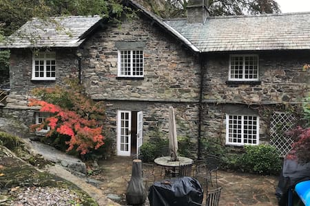 Glenridding Traditional Stone Built House Sleeps 8