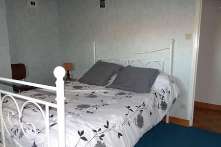 Chambre bleue - Trémentines - House
