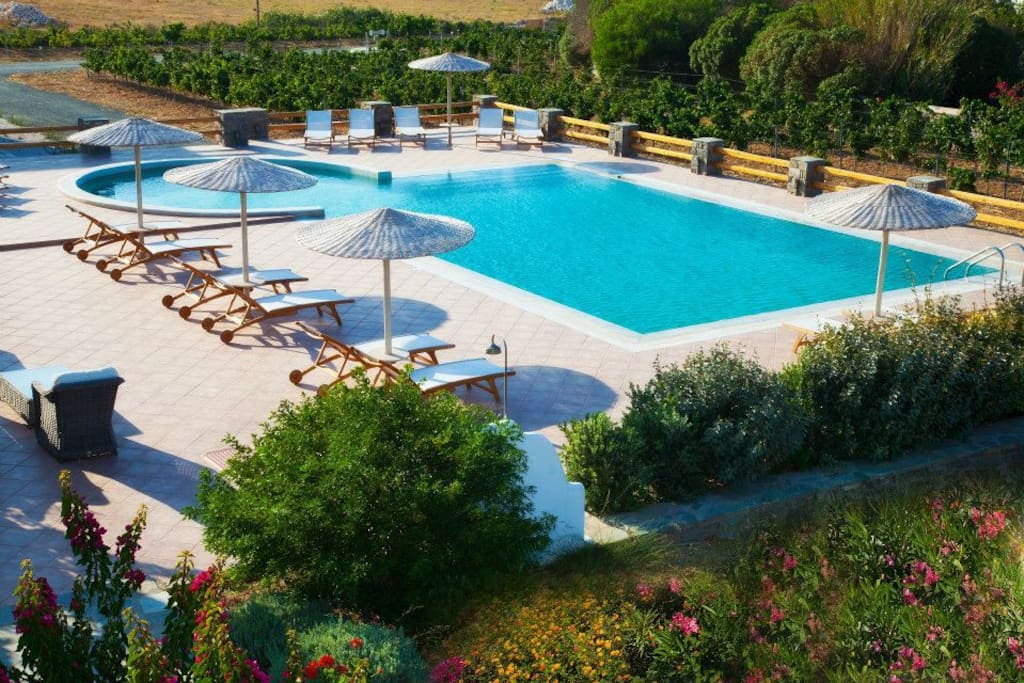 Shared with 5 other villas swimming pool of 125m2