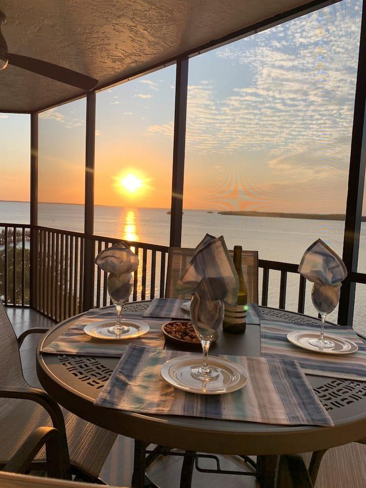 Bay View Tower #435 - Sanibel Harbour Resort (sleeps FIVE guests in a bed)